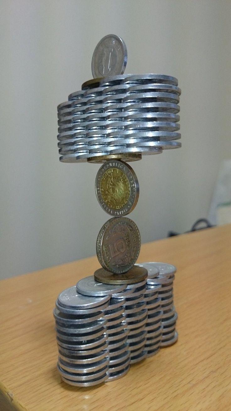 Des Pièces de Monnaie empilées qui défient la Gravité (6)