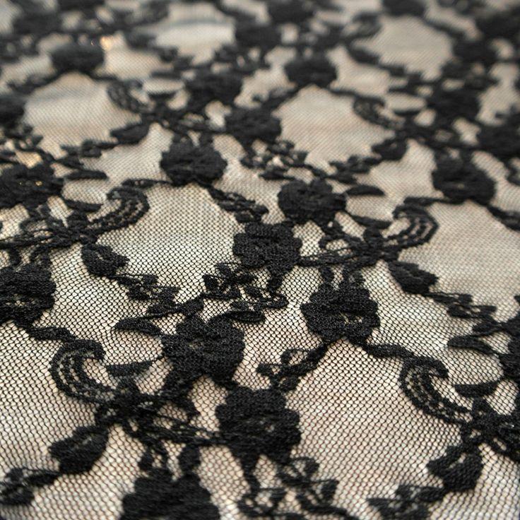 Dantela elastica neagra MCR8837BK.  Latime   132 / 137 (cm); Greutate 90~100 (per gram);  Compozitie (%) Bumbac 95%; Spandex 05%;