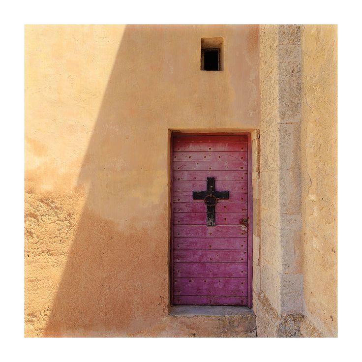 Old door in Bonifacio   par @XavVdb
