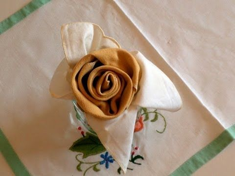 Doblar servilletas en forma de Rosa