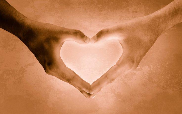 Le persone che contano sono incise fra le pareti della nostra anima.  Nessuno può cancellare il loro nome e il tempo non distrugge nulla. Le persone che contano stanno insieme a noi, sempre anche quando le distanze li tengono separati sono lì più presenti che mai.  In quel luogo dove non esiste un non posso e nulla è proibito, dove sosta l'amore, dove vive la magia perché è la parte migliore di noi. E tu sei lì come un dono prezioso in quel luogo sacro che si chiama anima, dove tutto è…