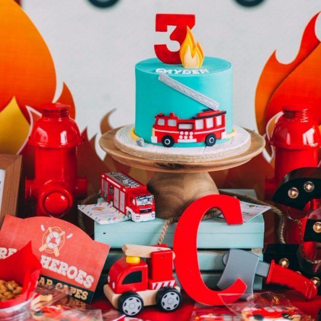 Feuerwehr Geburtstag kindergeburtstag-torte-spielzeuge