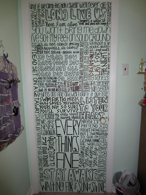 love this! future house, The Maine, All Time Low, Sleeping With Sirens, and Mayday Parade lyrics are the ones I can make out