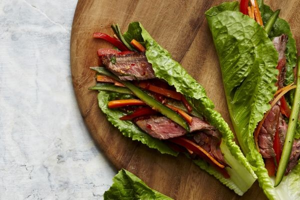 Spicy Beef Lettuce Wraps - This travel-friendly meal tastes great cold, but the filling can easily be heated up in the microwave, if you prefer. #glutenfree