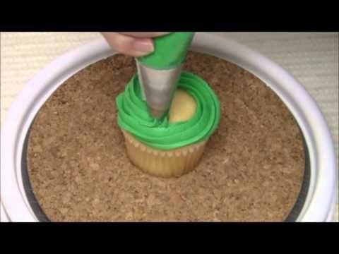 Cupcakes Navideños/decorating