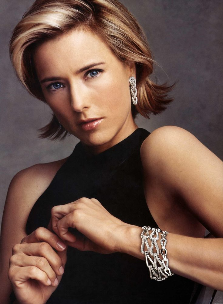 "Elizabeth Téa Pantaleoni, better known by her stage name Téa Leoni, is an American actress. She has starred in a wide range of films including Jurassic Park III, The Family Man, Deep Impact, and Ghost Town. Born: February 25, 1966 (age 48),       New York City, NY Height: 5' 7"" (1.70 m)"