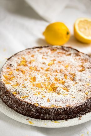 Saftiger Zitronenkuchen - dank Ricotta und geriebenem Apfel! Das ganze Rezept für Zitronen-Ricotta-Kuchen auf www.we-love-pasta.de