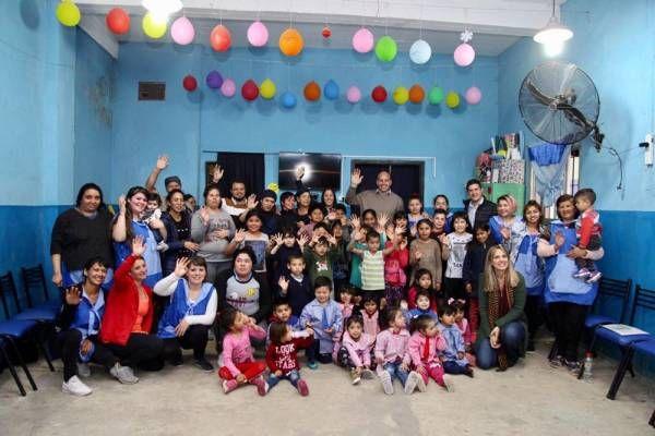 Gladys González y Molina recorrieron un centro comunitario en Ezpeleta