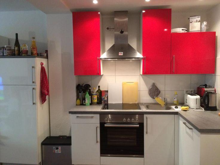 Great Rot wei e Einbauk che in Zimmer Wohnung K ln Neustadt Nord