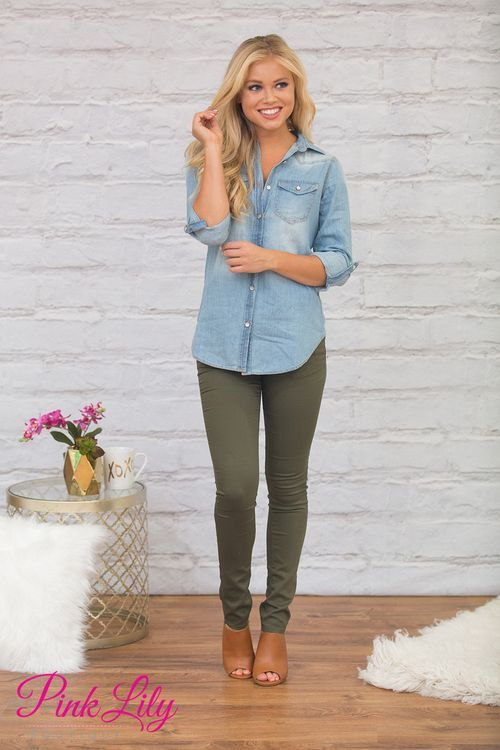 These jeans are not your average look - with a little stretch and comfortable material, they are perfect for relaxing and having a wonderful time with friends all season long!