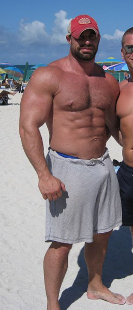 bigguythings: Just Big Guys: This is how a Real Man looks