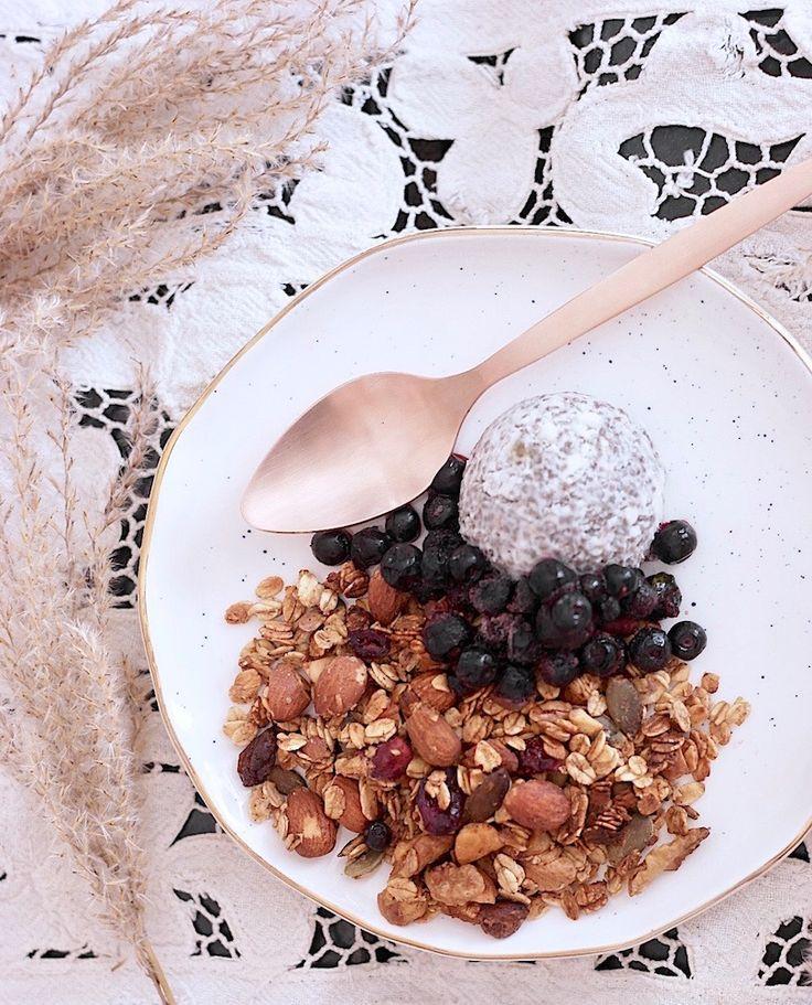 granola + chia pudding
