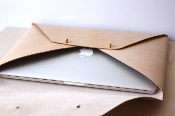Personalised Leather Envelope Laptop Case von TheLeatherCollective