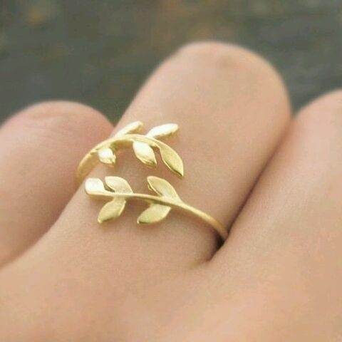 I'm not really a ring person, but this one calls to me. I like the way in wraps your finger up as if it's cuddling you.