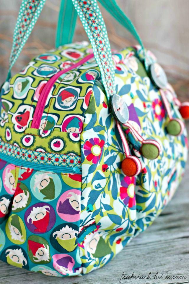 Carlitos Design Lila Lotta für Swafing Exklusiv Seitenansicht Kugeltasche