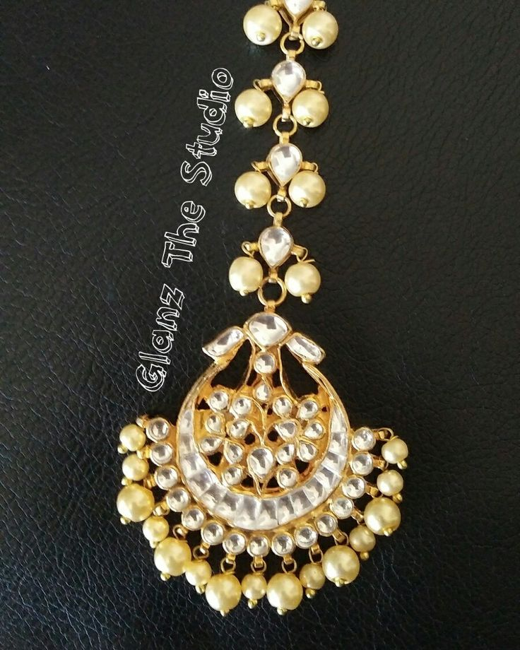 Kundan Choker set available at @glanzthestudio  For all the enquiries, please email us at geetbalmua@gmail.com or 📞 +61 4111 999 00 -------------------------------------- Free delivery on order above $70 for Australia and New Zealand  #bridalmakeup #bestindianmakeupartist #topmakeupartist #bestmakeupartist  #freelancemakeupartist #professionalmakeupartist #makeupartistinMelbourne  #Pakistanimakeupartist #Glanzthestudio #hairstylist #hudabeauty  #pictoftheday  #shophudabeauty #makeupartist…