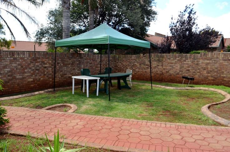NEAT AND COZY WITH OWN PRIVATE GARDEN! This spacious simplex in a secure complex, close to Mall@Reds, the Gautrain bus stop and other amenities is perfect for the young family, but also a good...