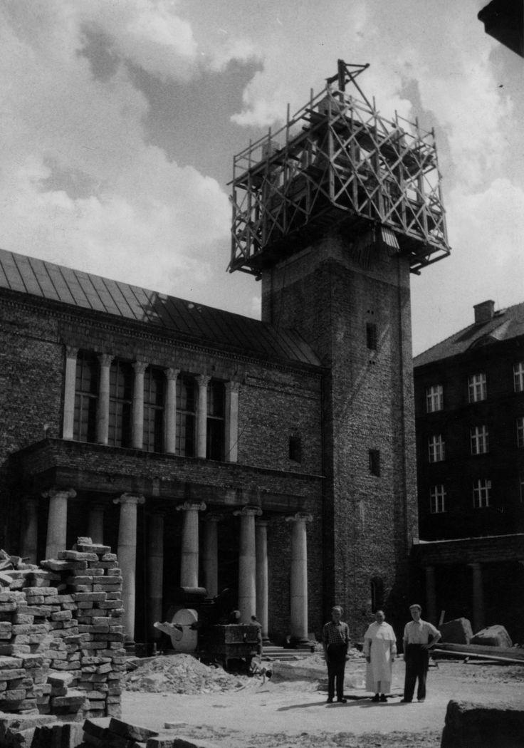 Budowa klasztoru i kościoła Dominikanów w Poznaniu // Stawianie wież.