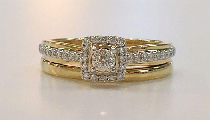 Cluster diamond engagement ring & matching wedding band.
