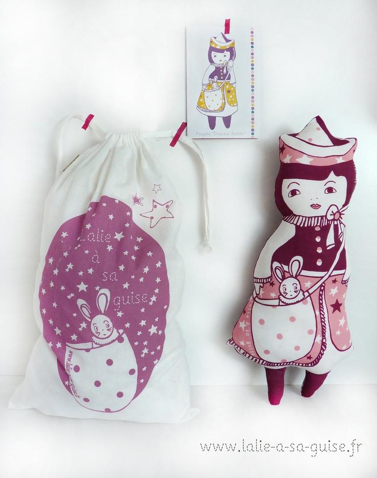"""Art doll poupée """"douceur étoilée"""" corail et rouille en coton biologique certifié GOTS. €59,00, via Etsy."""