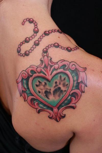 coeur tattoo medaillon , Recherche Google