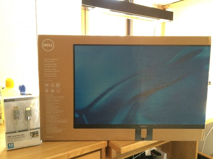 Dell UltraSharp U2414h 24吋 高畫質銀幕 (!= 2415h)   The S2415H is a glossy 1920x1080 monitor with VGA and HDMI, no adjustable stand, and built-in speakers. The U2415 is an anti-glare 1920x1200 monitor with dual DisplayPort and dual HDMI and DisplayPort daisy-chaining, an adjustable stand, and no speakers.