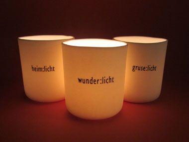 Teelichtgläser oder -tüten beschriften. Zum Beispiel mit:    gemüt:licht - glück:licht - herz:licht - wunder:licht - gruse:licht - lieb:licht - heim:licht - fürchter:licht - zuversicht:licht - weihnacht:licht  fröh:licht - abenteuer:licht - lieder:licht - väter:licht - mütter:licht - kind:licht - männ:licht - weib:licht