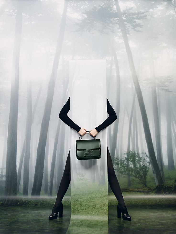 """Le Monde d'Hermès n°63. """"Constance cartable"""" bag in dark-green box calfskin. """"Harnais"""" Oxfords in black calfskin. #hermes #fashion"""
