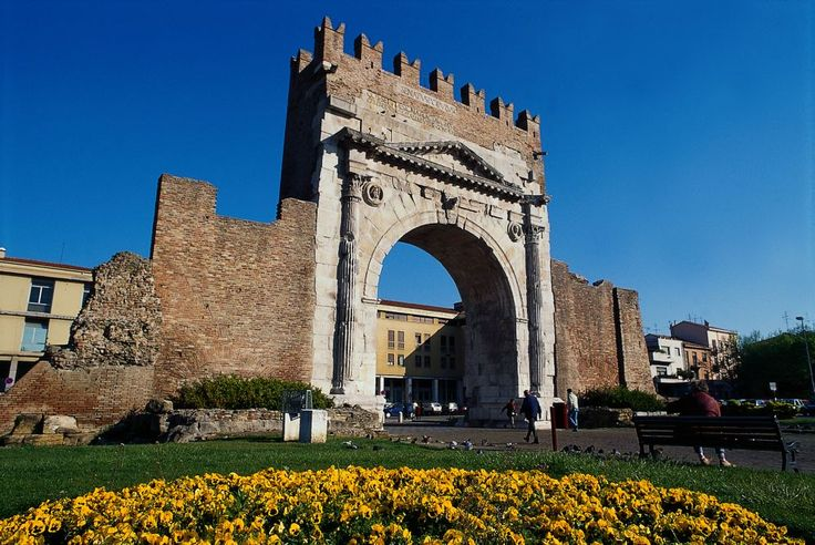 Arco d'Augusto. Augustus Arch