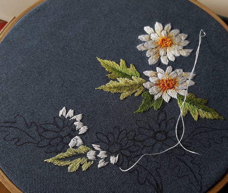 실로 그리는중~^^#꽃자수#횐국화#handembroidery#embroider