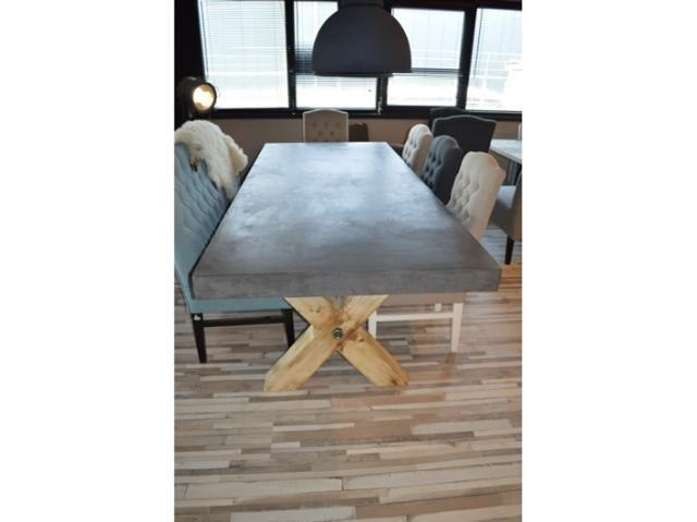 Beton Cire kruispoottafel - Lifestyle woonmeubilair - BVA Auctions - online veilingen