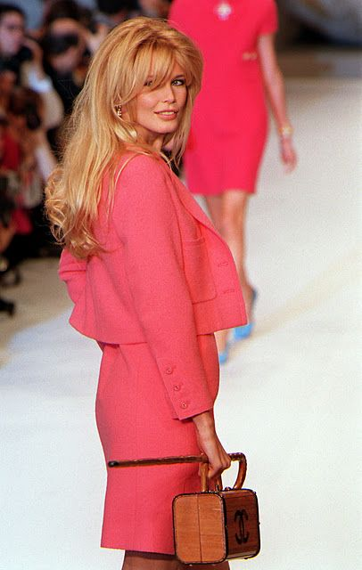 Chanel Bags, Style, 90S Fashion, Chanel Timeless, Long Hair, Claudia Schiffer Hair, Hair Cut, Pink, Vintage Chanel