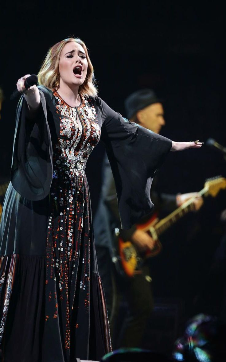 Remember that button dress Adele wore? Well here is the full view of said dress. #buttonlovers