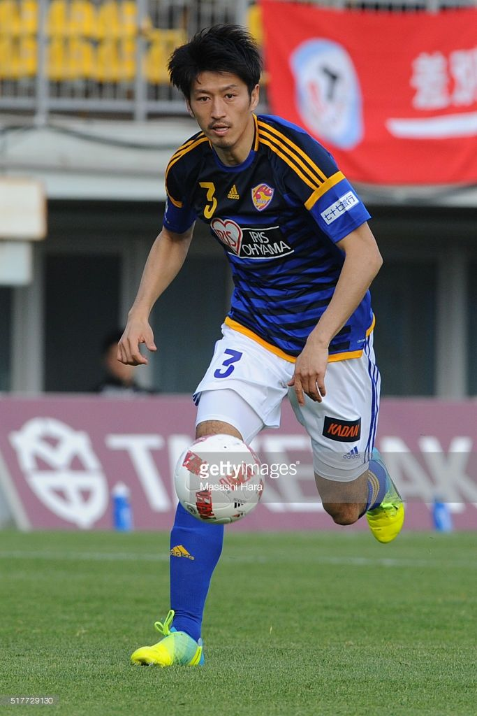 hirofumi-watanabe-of-vegalta-sendai-in-action-during-the-jleague-picture-id517729130 (683×1024)