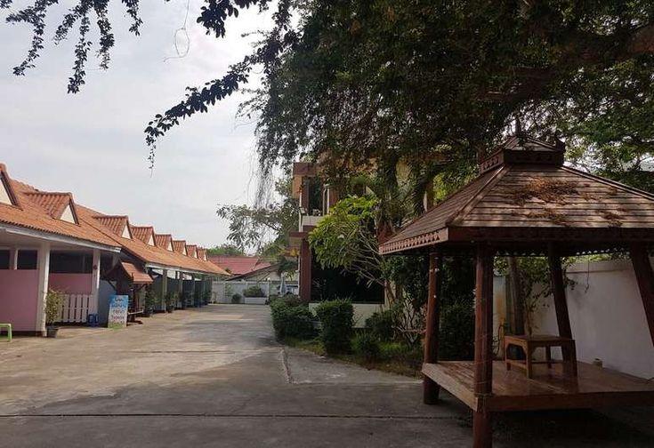 resorts near Warin Chamrap
