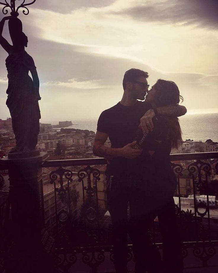 Colazione romantica per Belen Rodriguez e Stefano De Martino sulla terrazza panoramica del nostro hotel.