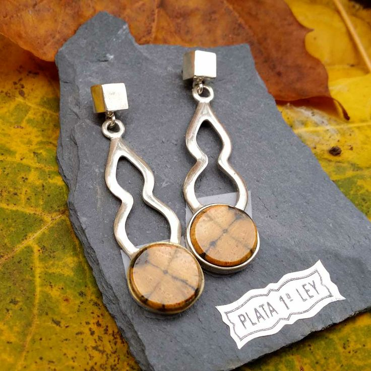 Silver earrings with stone quiastolita of our store. www.artesaniadeasturias.es