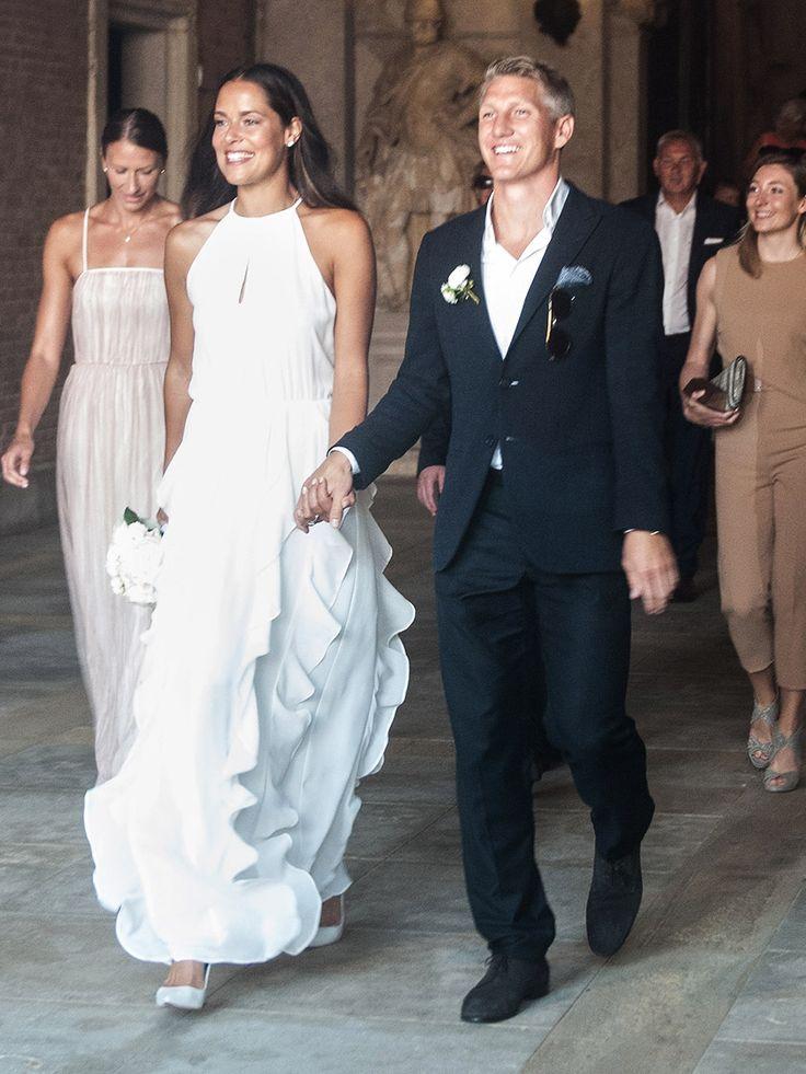 Glückwunsch, Schweini! Wir lieben das schlichte Hochzeitskleid deiner Ana Ivanovic!