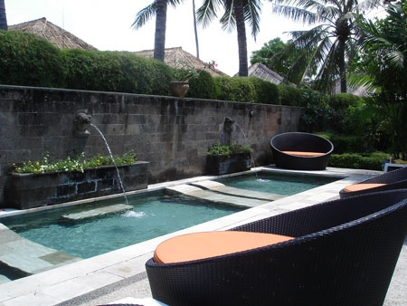 http://www.bali-travel-life.com/image-files/dynasty-kuta-relaxation-pool.jpg