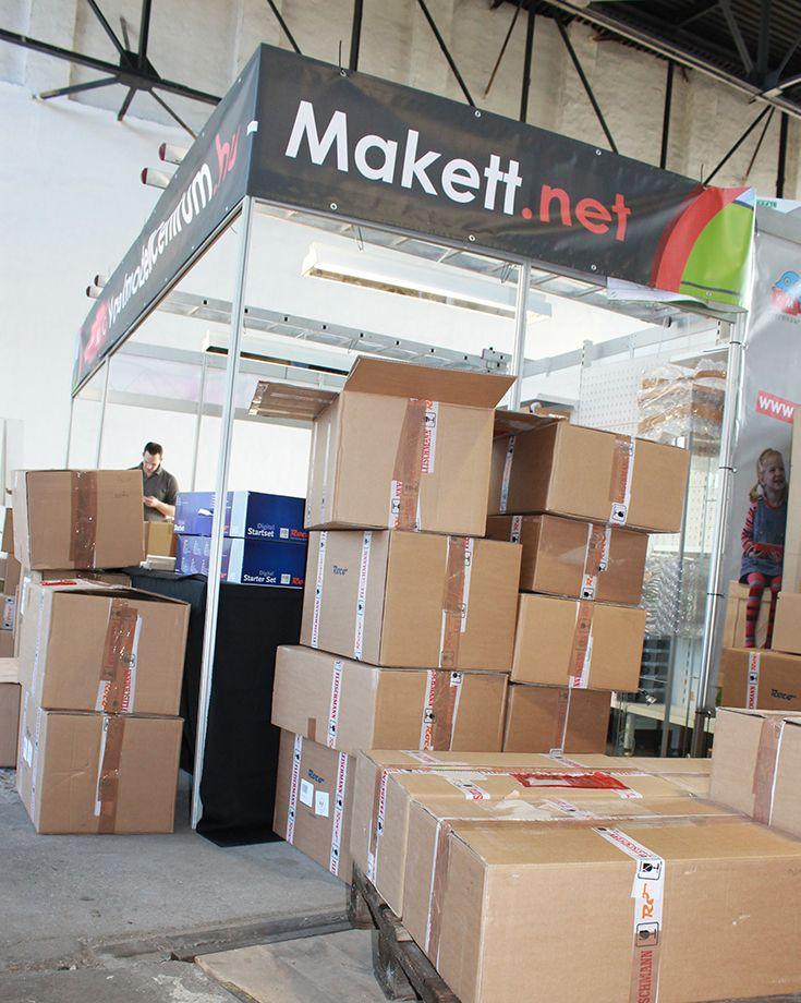 #Temofeszt - Még mindig a nulladik nap, a rengeteg dobozban van az árú, amivel feltöltöttük a kiállításon a boltunkat. #VMC