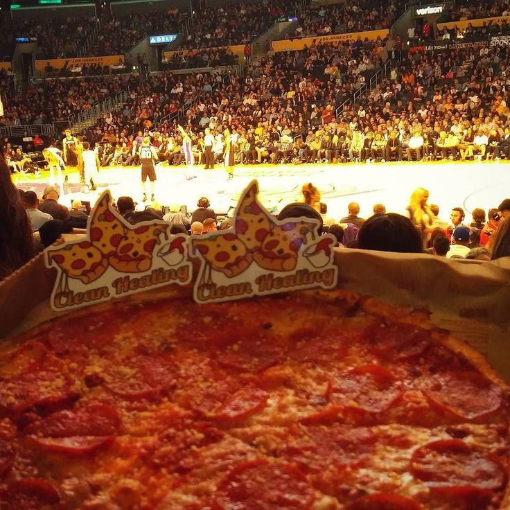 A much needed snack during the Lakers/Spurs Game!!!  Who knows maybe next season @staplescenterla will offer Clean Healing pizza to all fans!  P.S. We  you @future sittin courtside...... #cleanhealing #pizza #lakers #spurs #staplescenter #basketball #fridaynight #clearfam #edibles #cannabiscommunity #pizzalover #cleanhealingpizza #future #pizzatakeover #pepperoni #cheese #losangeles #cityofangels