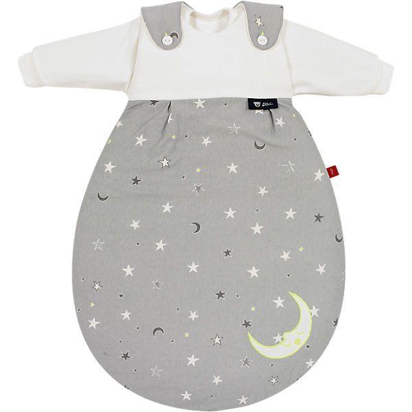 Dieser dreiteilige Schlafsack Baby Mäxchen in der s.Oliver Edition besteht aus kuscheligem Baumwolljersey. Durch die Birnenform bietet er Ihrem Kind ein Höchstmaß an Strampelfreiheit und vermindert einen Wärmestau. Der Innensack besteht aus leichtem Material und lässt sich somit auch als Sommerschlafsack verwenden. <br /> <br /> - als toller Nachthimmel gestaltet <br /> - Größe kann über die Knopfleiste variiert werden <br /> - umlaufender Reißvers...