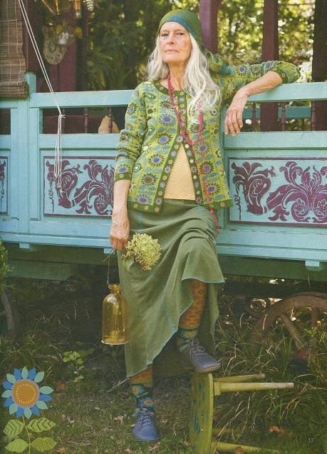 a woman who ages with grace and originality: White Hair, Old Age, Old Hippie, Flower Children, Flower Child Hippie Bohemian, Bohemian Style For Older Women, Growing Free, Hippie Life, Old Ladies
