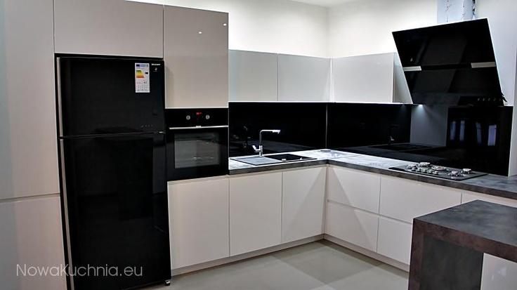 kuchnia czarno biała (takie szafki!)  kitchen  Pinterest