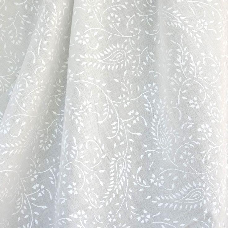 Tissu voile de coton ivoire, impressions feuilles et paisley blanches : Tissus pour rideaux, voilages par akkacreation