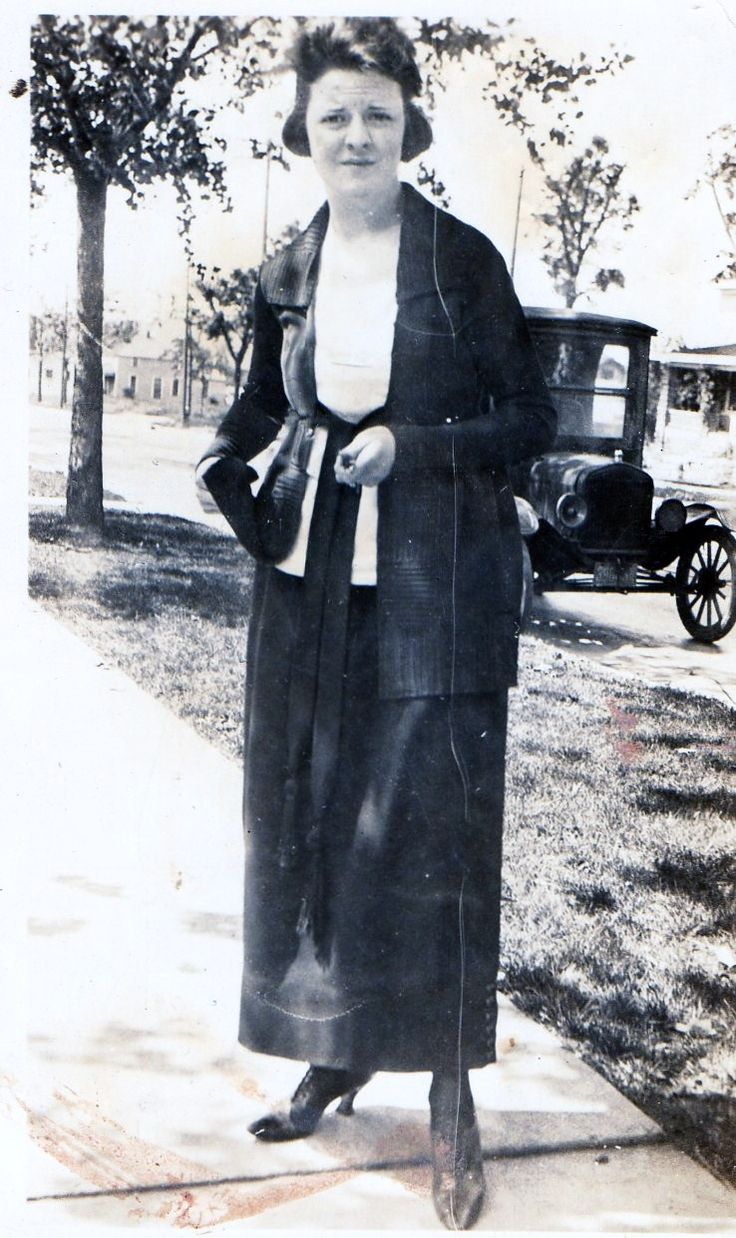 Woman from 1919 - 1910s in Western fashion - Wikipedia, the free encyclopedia