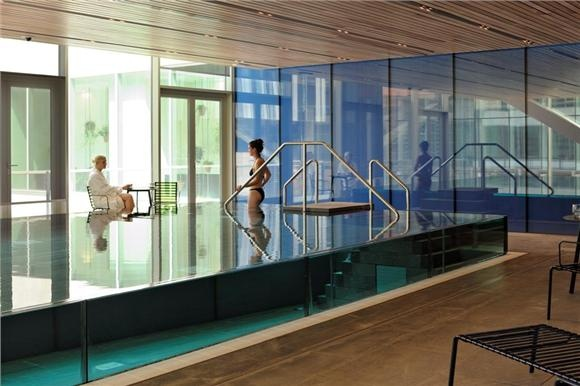 Zwembad idee opstaande glasrand architecture interior design pinterest architecture - Zwembad interieur design ...