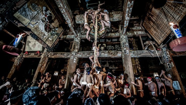 JULY 5, 2017. To the top  By Teruo Araya.  The Nanokado Hadaka-mairi, also known as the Naked Man Festival, happens every year on January 7 in Yanaizu, Japan. A celebration to ring in the new year, the festival involves men wearing only loincloths, cleansing themselves with holy water, climbing an enormous rope, and praying for good health and fortune in the year ahead.