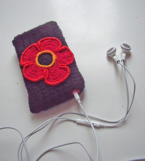 Ravelry: IPhone case I. pattern by Tatiana Brestovanska