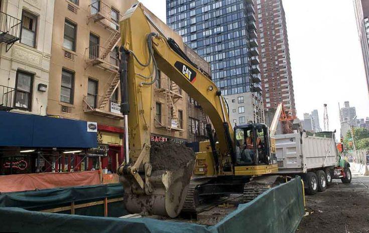 """Fotografie che svelano il mondo nascosto della nuova linea metropolitana che si snoda sotto la Second Avenue a New York. Le immagini comprendono un periodo che va dal 2009 allo scorso dicembre e riguardano la linea definita """"dimenticata dal tempo"""" perché il progetto risa"""